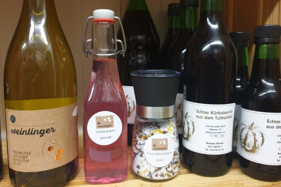 Weinlinger Wein, Salz, Veilchensirup und Kürbiskernöl, Foto von Werner Weinlinger