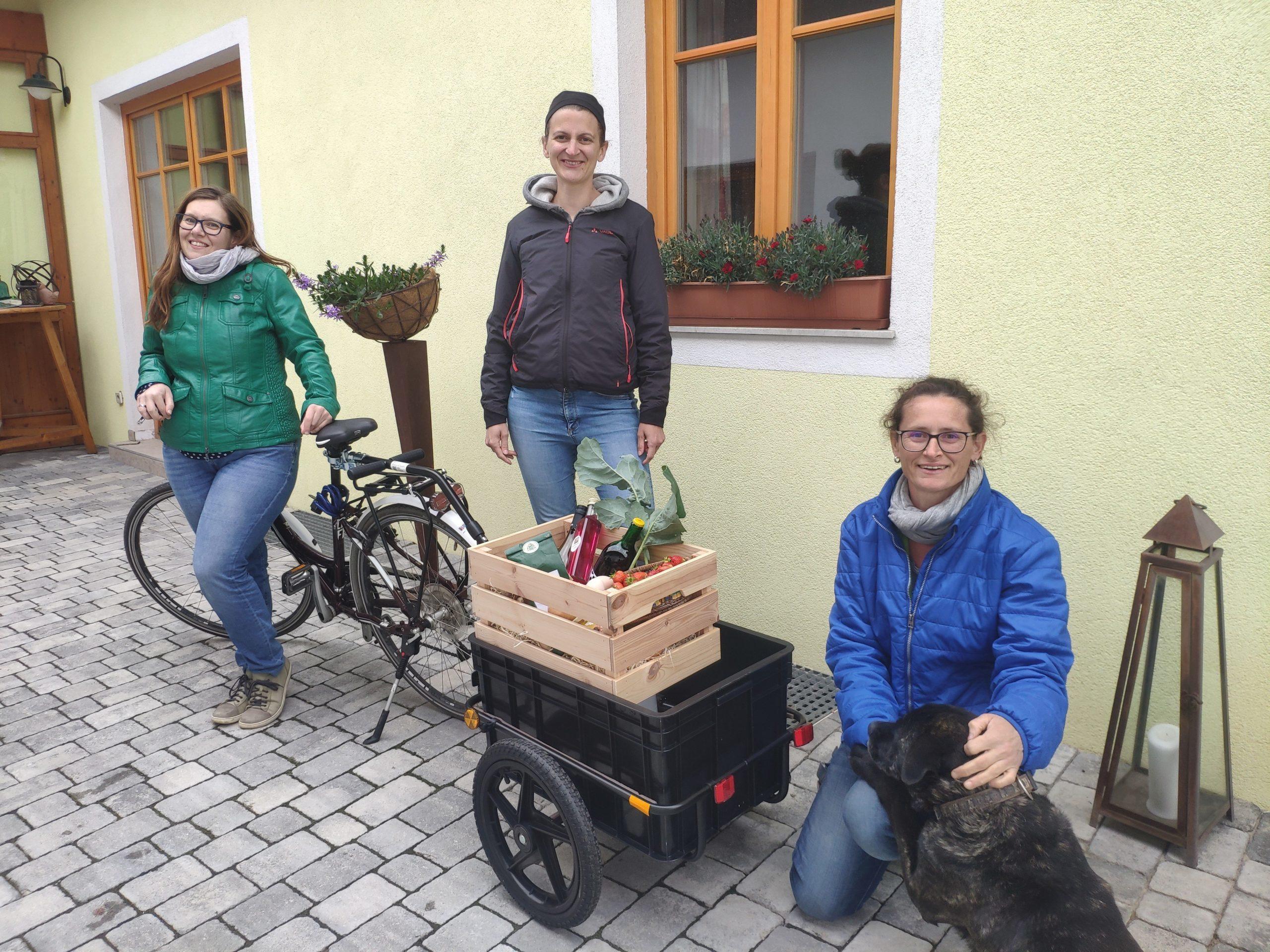 INA-Team wirbt für Förderung von Fahrrad Lastenanhängern, Foto Irene Weis